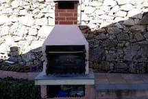 Barbecue nel giardino comune