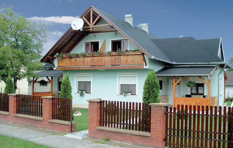 Semi-Detached with 3 bedrooms on 115 m² in Balatonmáriafürdö