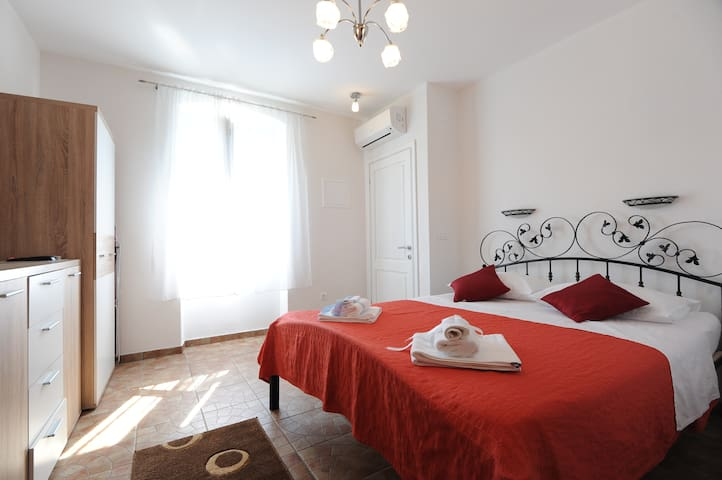 Tara 4, studio apartment - Šibenik - Huis