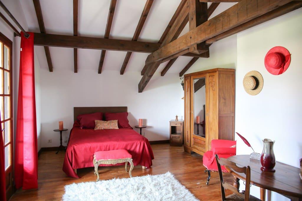 chambre avec terrasse privée vue sur la Rhune