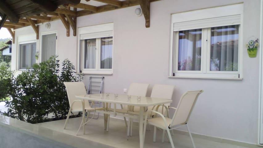 ILIA's house on the beach!! - Salonikiou - 아파트(콘도미니엄)
