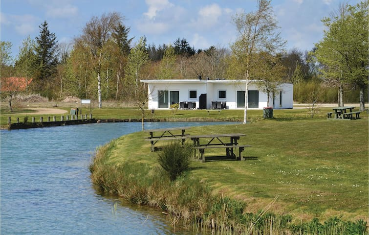 Holiday cottage with 3 bedrooms on 68m² in Ringkøbing