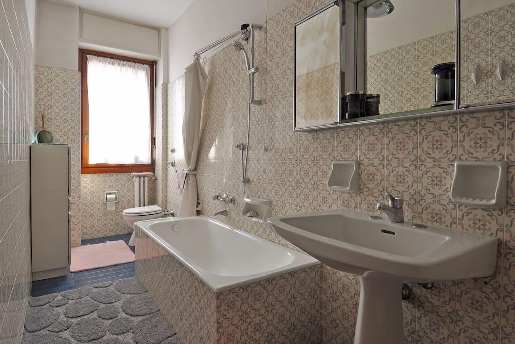 Bagno (con WC, bidet, vasca e doccia)