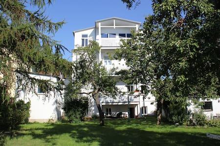 große, freundliche Gartenwohnung - Bad Doberan