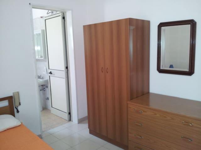 Particolare camera da letto con bagno