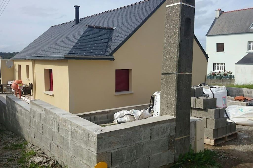 Maison neuve 500m de la plage maisons louer morgat for Etant a linge exterieur