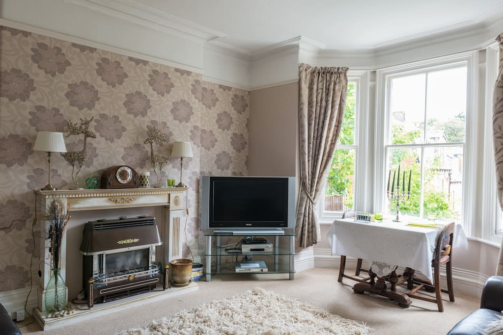 A tranquil room to sit and relax with views overlooking Pannett Park.