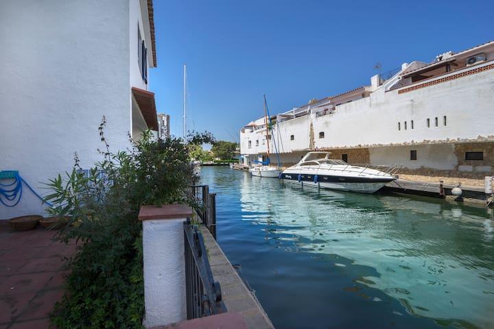 Town House on the canal - Empuriabrava - Casa