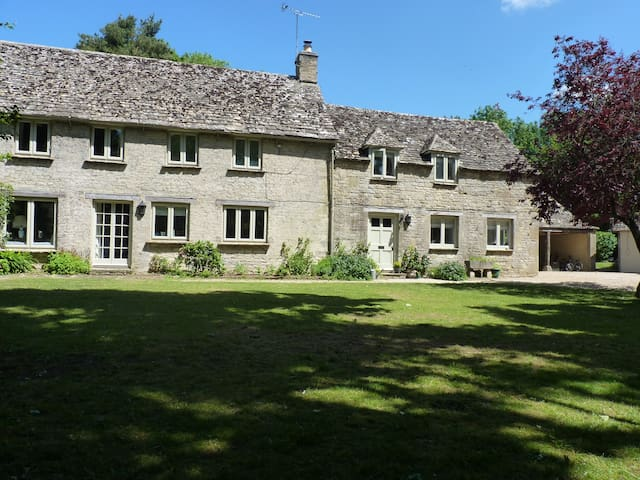 Peaceful Cotswold Cottage - Nr Brize Norton - Casa