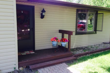 Bungalow at the Crossing - Orion charter Township - House