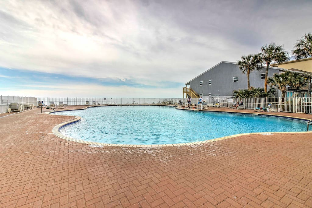 Within the 5-star Tidewater Beach Resort, enjoy access to pools and hot tubs!