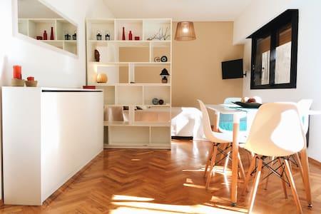 Amplio y luminoso apartamento. EXCELENTE UBICACIÓN