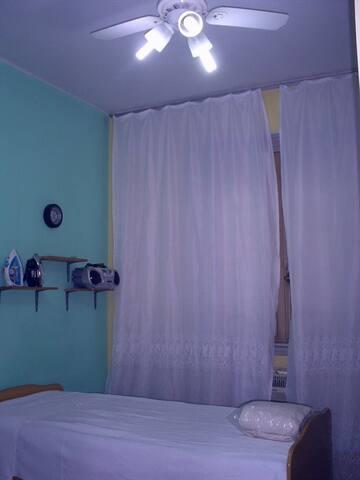 Tenho quarto grande para Locação - Rio das Ostras