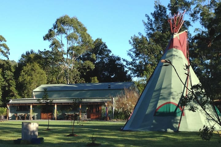 GROUP FARMSTAY near FORSTER - 12 Guests Included