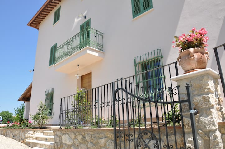 Country House -B&B- Maestrale apt. - Acquasparta - Bed & Breakfast