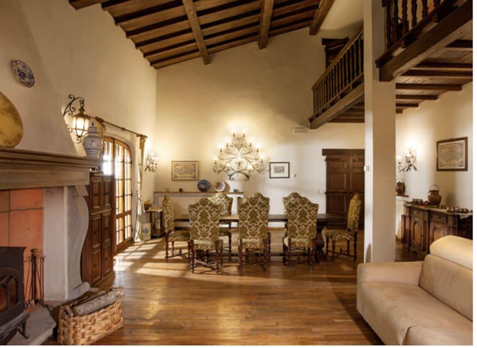 Il grande salotto con il camino: il cuore caldo della casa!