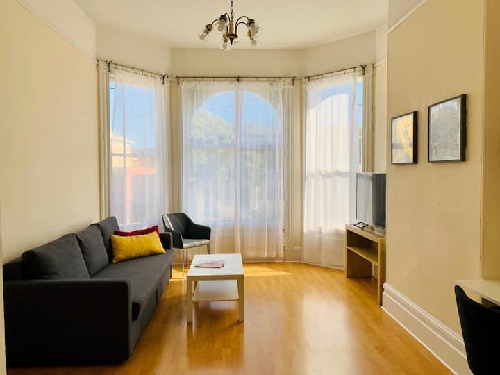 Bright Unit in Victorian Duplex, 2BR/1BA + Kitchen