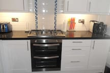 Oven and 5 ring gas hob