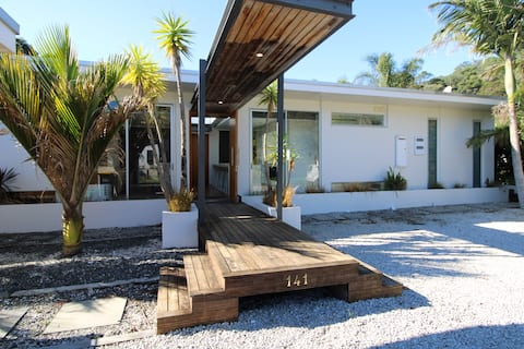 Sun-drenched family home minutes from the beach