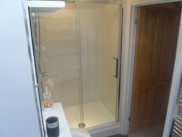 1200 shower unit