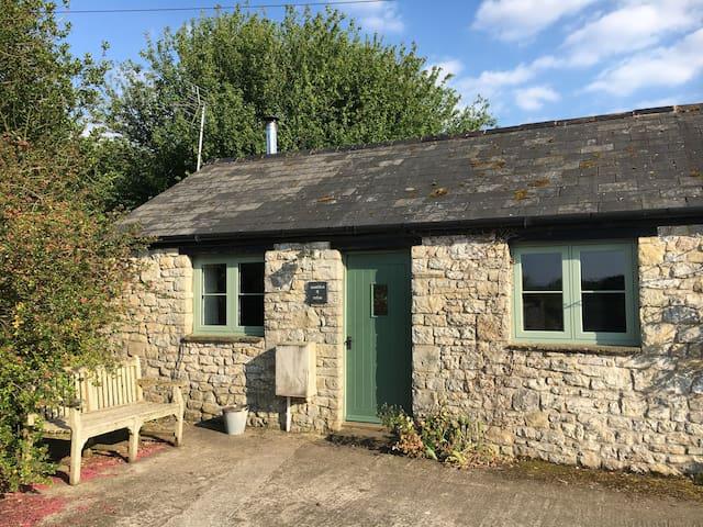 Cottage-Ensuite-no. 4 Warbler