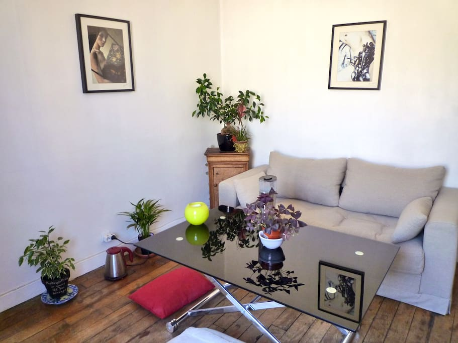Appartement cosy proche montmartre flats for rent in for Canape french translation