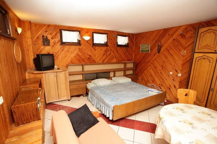 Cozy private room in Villa