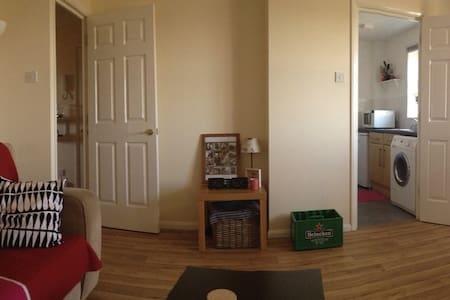 Spacious flat in Biggleswade - Biggleswade - Apartment