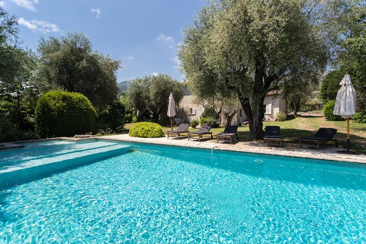 Great villa with garden and pool for large family