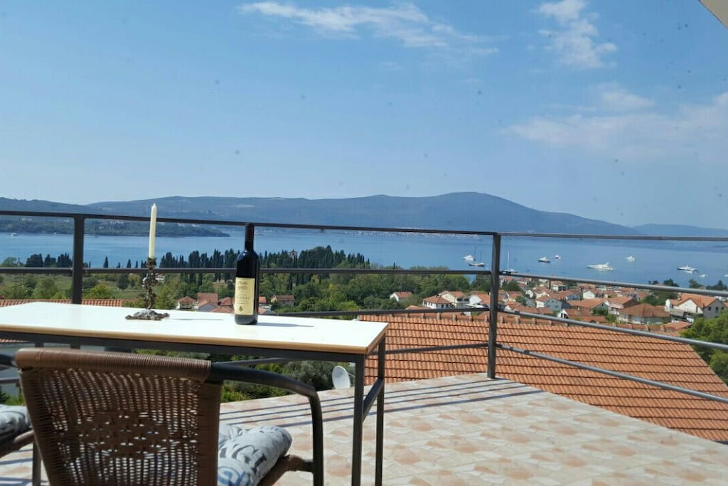 Balcony with a view of the bay and montenegro vine-))