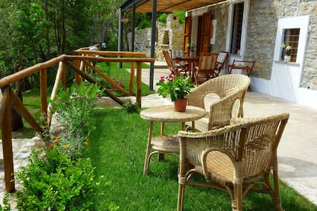 Stone farmhouse on Versilia hills - Strettoia Pietrasanta - Casa