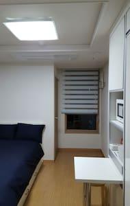 "Subway Stn. 5 min Clean&cozy ""R1"" - 부산광역시 - Lägenhet"