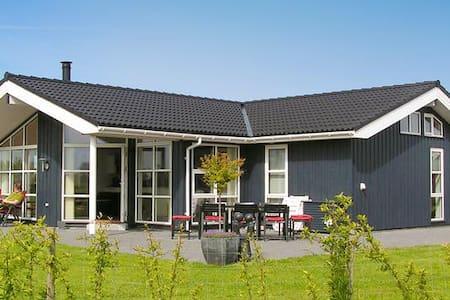 Dejligt stor sommerhus, beliggende ved Øster Hurup - Hadsund - キャビン