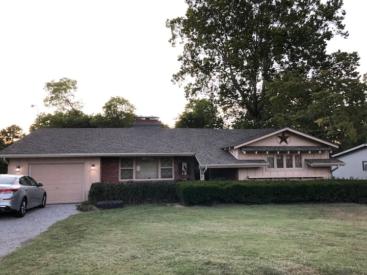 Herrin Home In a Relaxing and Peaceful Setting!