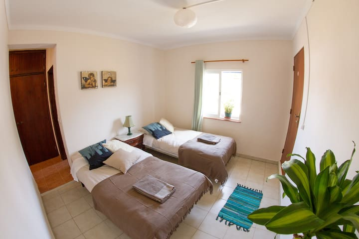 Double Room Private (big surf house all available)