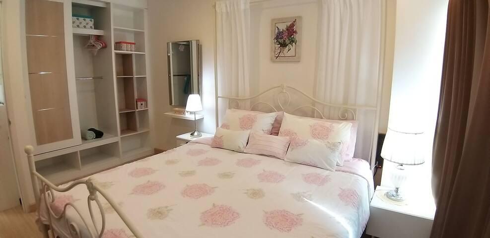 Addera Condominium cozy stay ready to move in