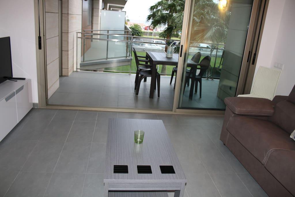 Salón con acceso a la terraza