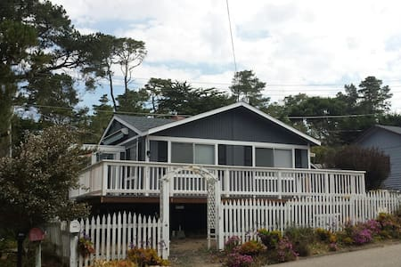 "Cozy and Modern Oceanview Cottage: ""14 Doors"" - Cambria"