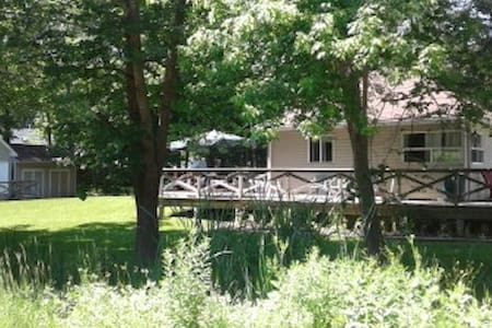 Balm Beach Cottage - Come make family memories!