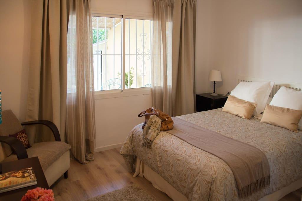 Master bedroom. 150 x 200 cm queen size bed.