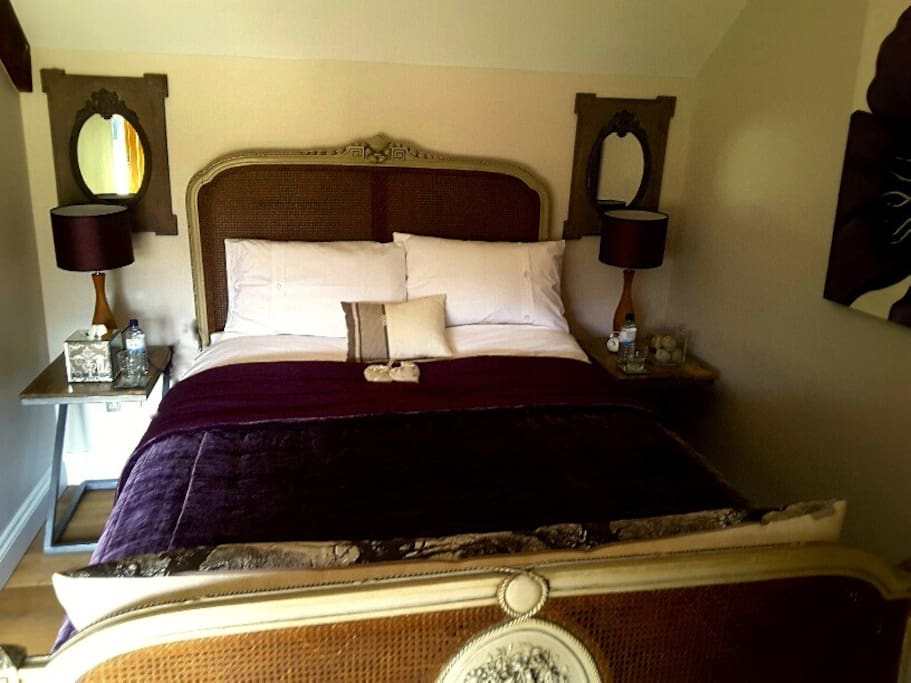 French themed ensuite room with Kingsize Bed
