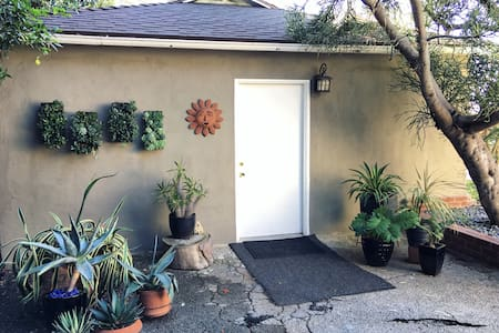 Private Guesthouse in Garden Oasis - Los Angeles - Guesthouse