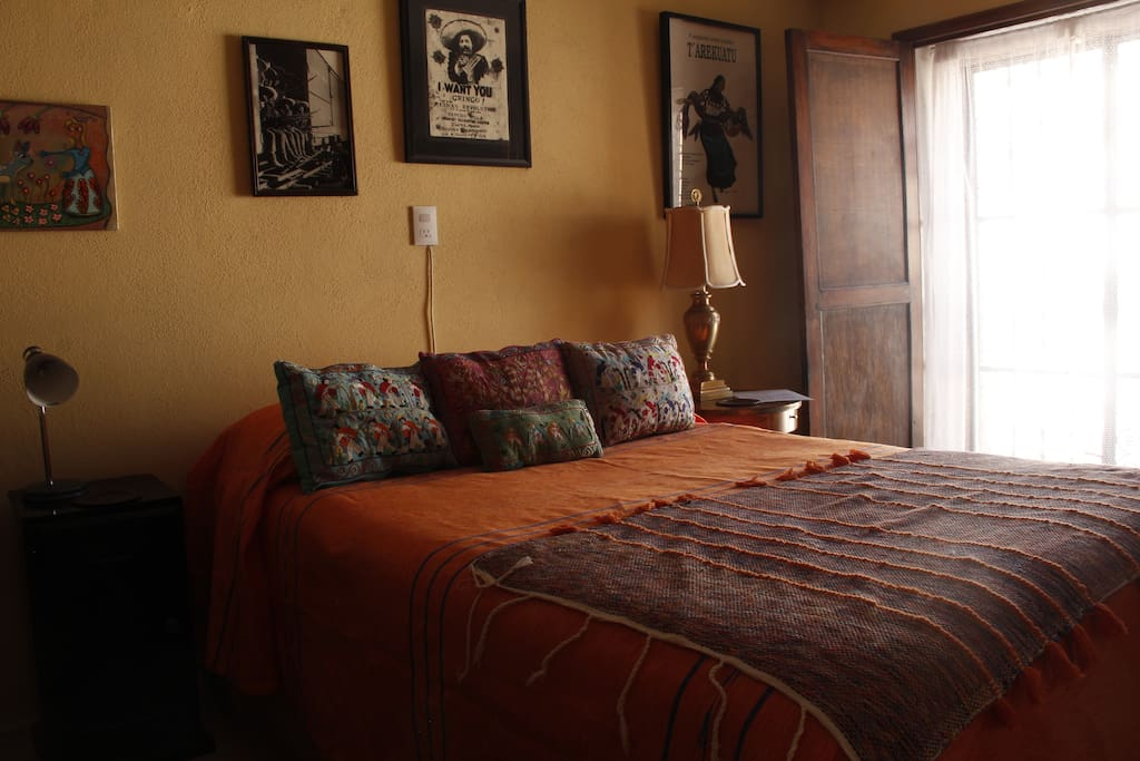 Monarca Suite Den/2nd bedroom w/ double bed.