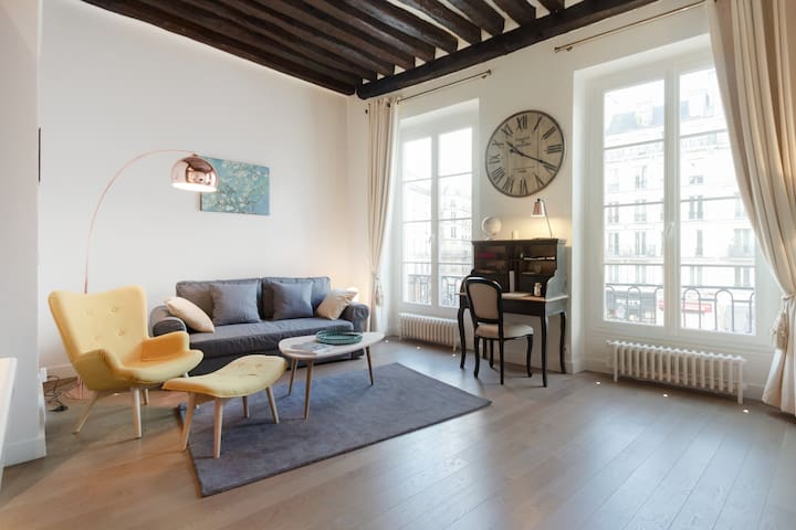 Charming high ceiling Le Marais St Paul apartment