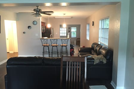 Private room near beaches and DTSP! - Hus