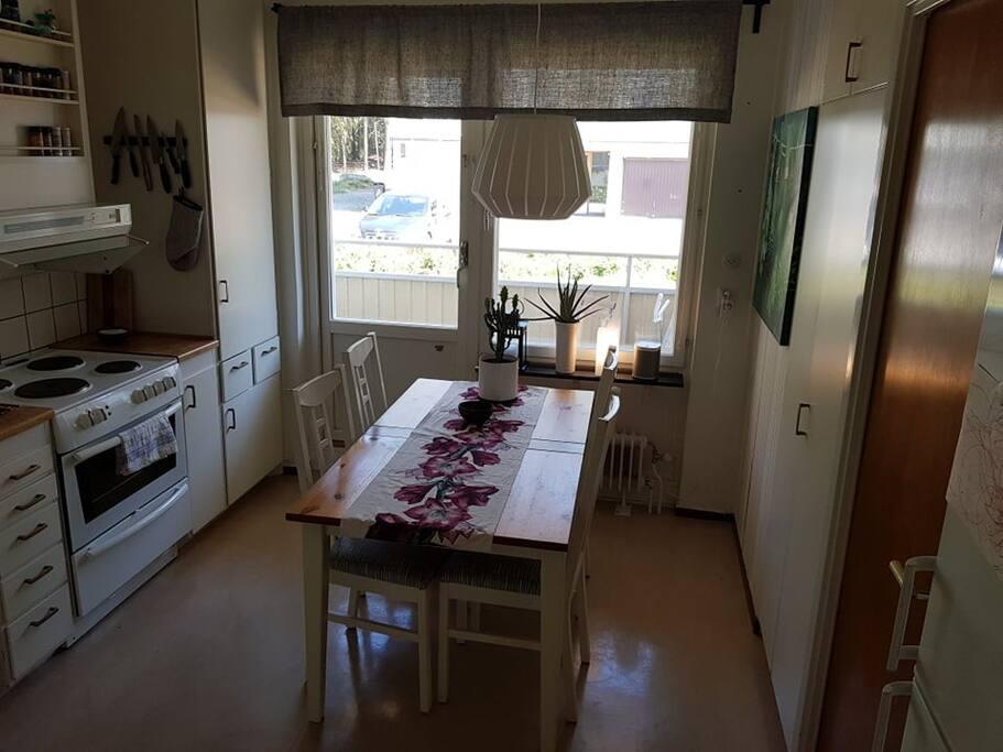 Kitchen + balcony