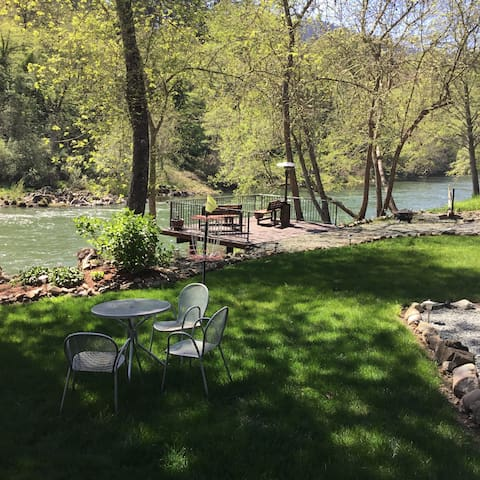 Peace on the Rogue river Suite 2 - Grants Pass - Bed & Breakfast