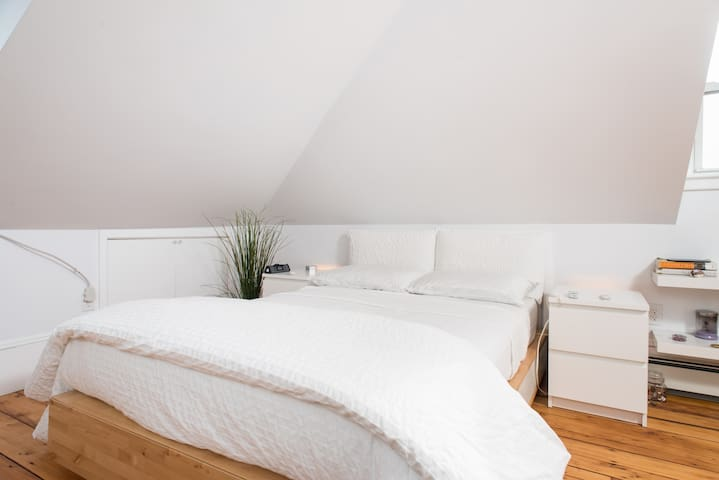 Brownstone Loft Bedroom - Boston - Lakás