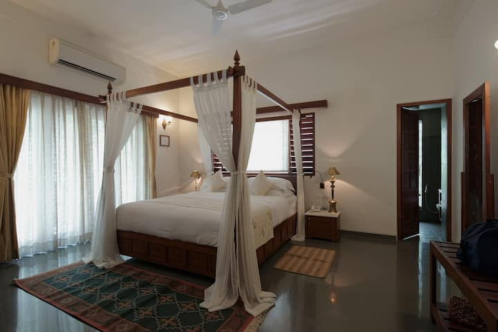 Romantic Room in a Historic Home. -Princess Room