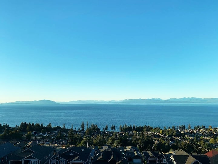 Stunning Ocean and Mountain views_ Executive Condo
